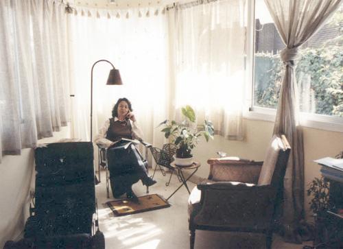 La Dra. Isabel Sanfeliú en su consulta.