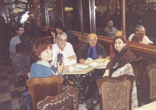 "En el Café ""A Brasileira"": Dra. Margarita Silvestre, Dr. Joaquín Ingelmo, Lic. Susana Kesselman y Dr. Hernán Kesselman."