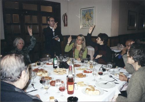Cena en resto catalán, luego de la Conferencia que brindara el Dr. Hernán Kesselman en la Universidad de Barcelona. Staff de la S.E.P.T.G. y de la universidad.